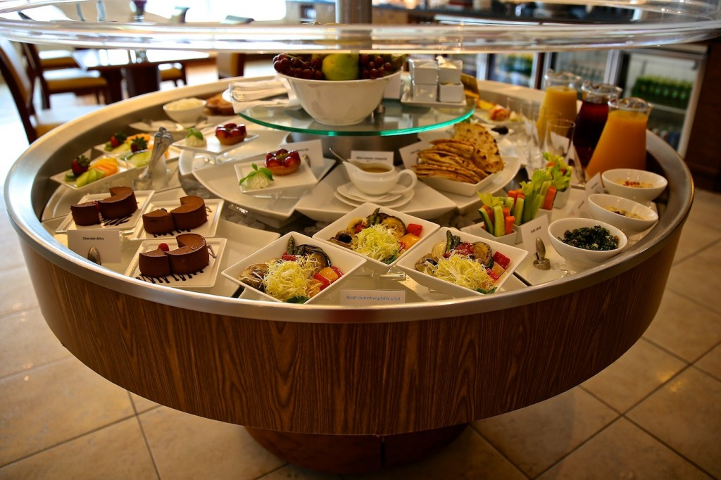 Emirates_Lounge_Food