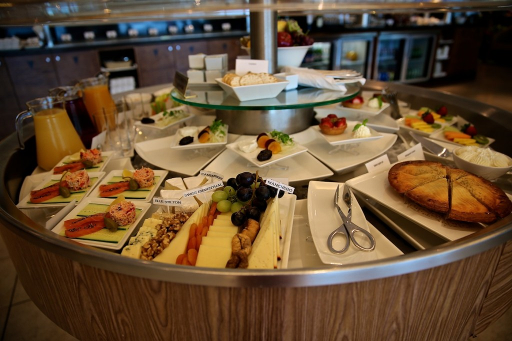 Emirates_Lounge_Buffet