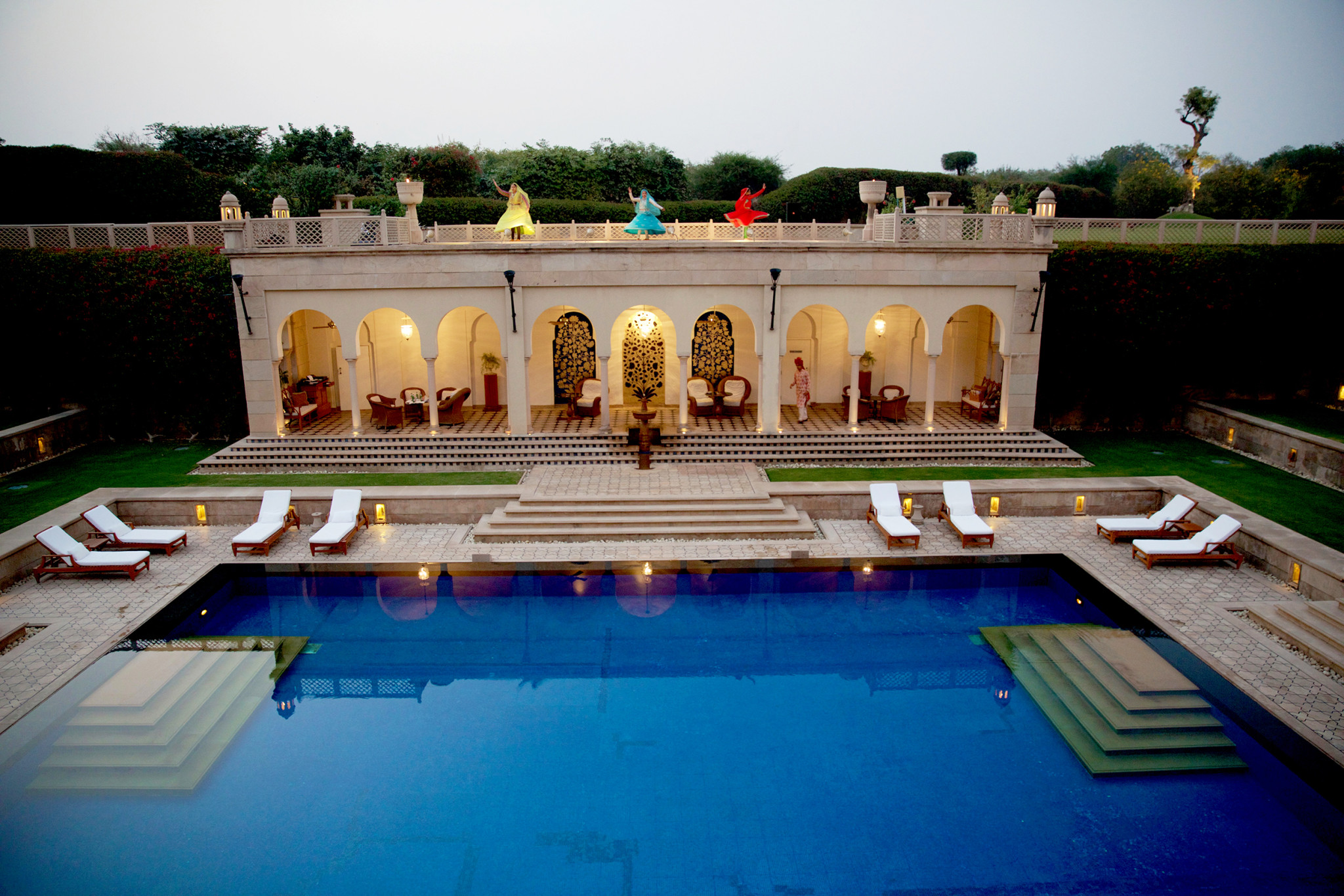 Dancers at the Oberoi Amarvilas
